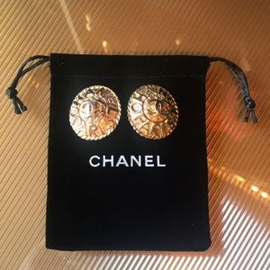 Collector Chanel Large Gold Vintage Clip Earrings
